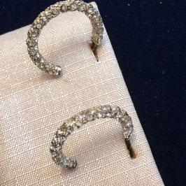 Silberne Creolen mit Steinen