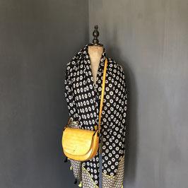 Sjaal | Bloemenprint zwart met geel en kwastjes