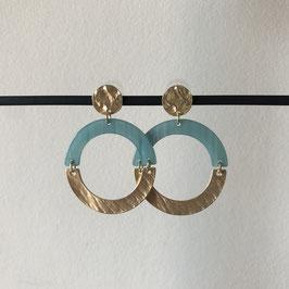 Resin oorbellen |  Rond blauw en goud met steker