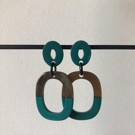 Buffelhoorn oorbellen | Vierkant halfpetrol met opengewerkte steker