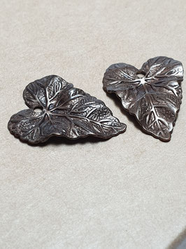 Vintaj Natural Brass Woodland Leaf Charms (DP275R)