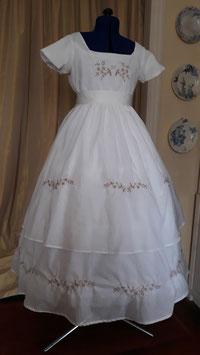 robe brodée de petite fille modèle : les Malheurs de Sophie . coton taille 10/12ans