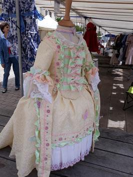 Robe historique XVIII°s brodée dite à la Française, complète taille 4 ans