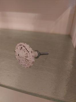 ovale knop van wit gepatineerd gietijzer, 4,5 cm, prijs per stuk.