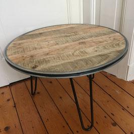 Lage tafel van pallethout & zwarte stalen poten