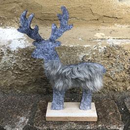 Grauer Hirsch aus Filz auf einem Holz-Sockel