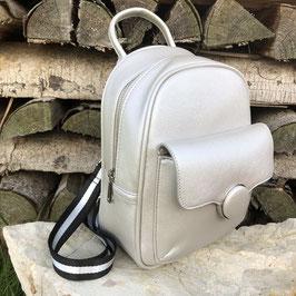 Kleiner Rucksack in einem matten Silber-Ton