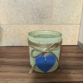 Teelicht-Halter grün-satiniert mit einem blauen Herz