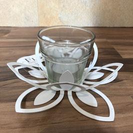 Teelichthalter in Blütenform mit einem Glas - weiß