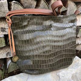 Olivgrüne Tasche mit Animal-Prägung und braunem Griff