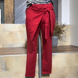 Rote Hose zum Binden