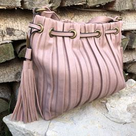 Altrosa-farbene Tasche zum Umhängen mit matt-goldenen Details