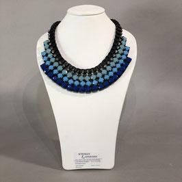 Breites Collier in verschiedenen Blau-Tönen