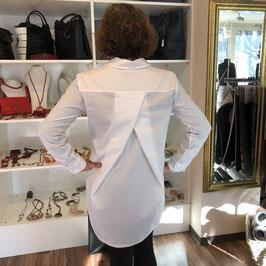 Raffinierte weiße Bluse mit überkreuztem Rücken