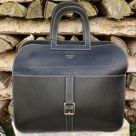 Elegante schwarze Handtasche mit Kurzgriff und Gurt mit weißen Nähten