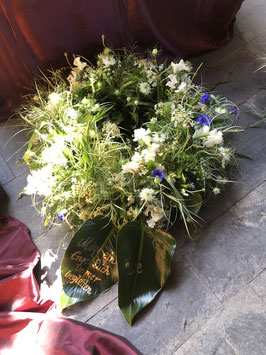 Blütenkranz im Freilandstil inkl. beschrifteten Blättern