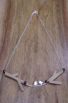 collier en bois oiseaux sur la branche