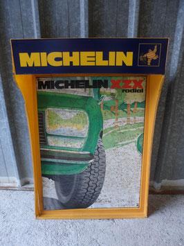 PANNEAU MICHELIN EN TOLE PEINTE AVEC SUPPORT MURAL ELECTRIQUE  LUMINEUX  EN PLASTIQUE