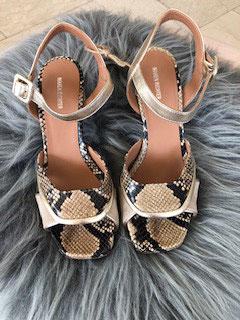 Sandale mit Schlangenoptik von Maren Richter