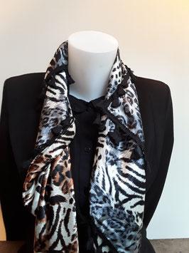 5. Tijgerprint sjaal aan twee verschillende kanten zwarte kwastjes