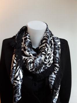 9. Tijgerprint grijs zwart met zwarte franje