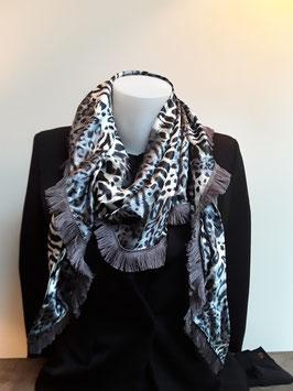 4. Tijgerprint zwart met grijze franje.