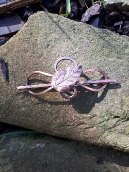 Kupferspange patiniert mit Blatt