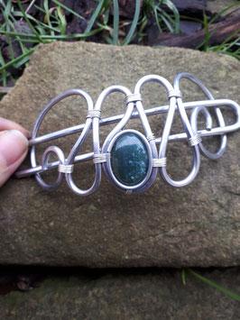 Duttspange grüner Stein mit hellen Einschlüssen
