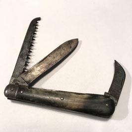 Lot de deux petits couteaux de poche anciens