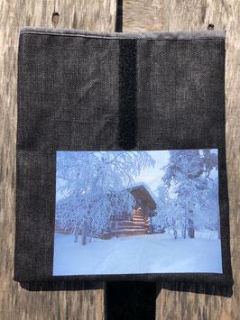 Kotta in Luosto, finnisch Lappland | beschichteter Leinenstoff schwarz