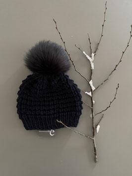 Mütze NEVIA kurz dunkelblau & Bommel