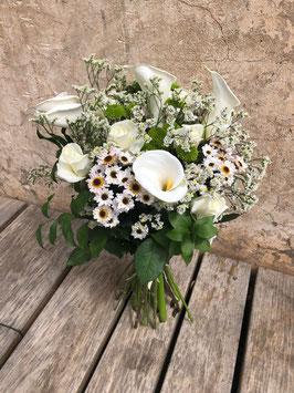 Bouquet de Calas y rosas blancas