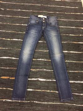 Jeans Die Verwaschung ist im Original nicht so dominant