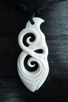 Maori Schmuck Anhänger aus Knochen Kette DRA-039