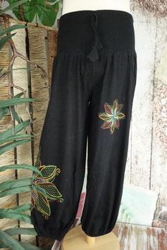 Weite Aladinhose mit breitem Bund und Blumenstickere GU-41916 b