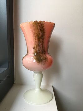 Vase / coupe sur pied en opaline orange jaspé