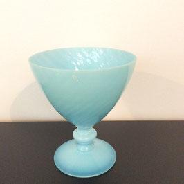 Coupe / vase opaline torsadée bleue