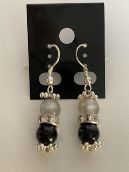 Ohrringe aus glänzenden Polarisperlen 6 mm in grau und schwarz mit Straßzwischenteil