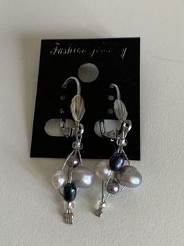 Ohrringe auf Schmuckdraht mit Süßwasserperlen in weiß grau und schwarz
