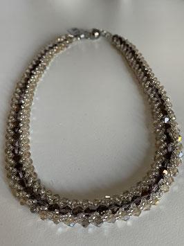 Gefädelte Halskette mit Kristallperlen in silber und kupferbraun