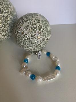 Armband mit Süsswasserperlen und türkisfarbenen Glasperlen