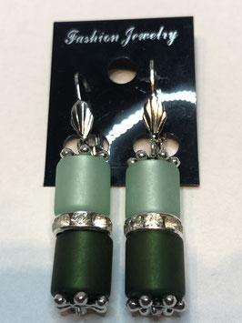 Ohrringe aus matten Polarisröhren 8mm in mint und dunkelgrün mit Straßzwischenteil
