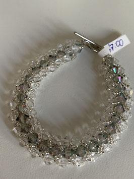 Gefädeltes Armband mit in silber und grau schimmernden Kristallsteinen