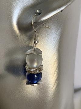 Ohrringe aus glänzenden Polarisperlen 8mm in weiß und dunkelblau und Straßzwischenteil