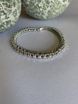 Gefädeltes Armband in silbergrau mit Swarovskisteinen