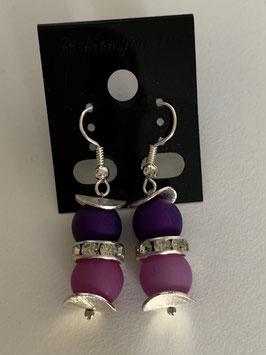 Ohrringe aus matten Polarisperlen 8 mm in lila und beere und Straßzwischenteil