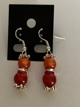 Ohrringe aus glänzenden Polarisperlen 6 mm in orange und rot mit Zwischenteil aus Aluminium