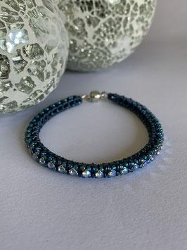 Gefädeltes Armband in dunkelblau mit Swarovskisteinen