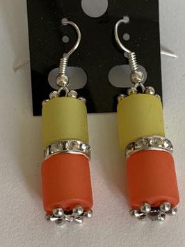 Ohrringe aus matten Polarisröhren 8mm in gelb und orange mit Straßzwischenteil