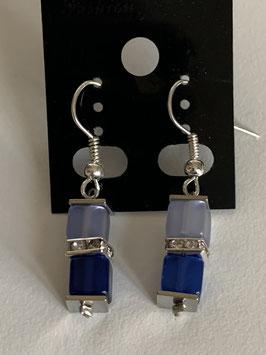 Ohrringe Polariswürfel 4 mm in hell- und dunkelblau mit Straßzwischenteil